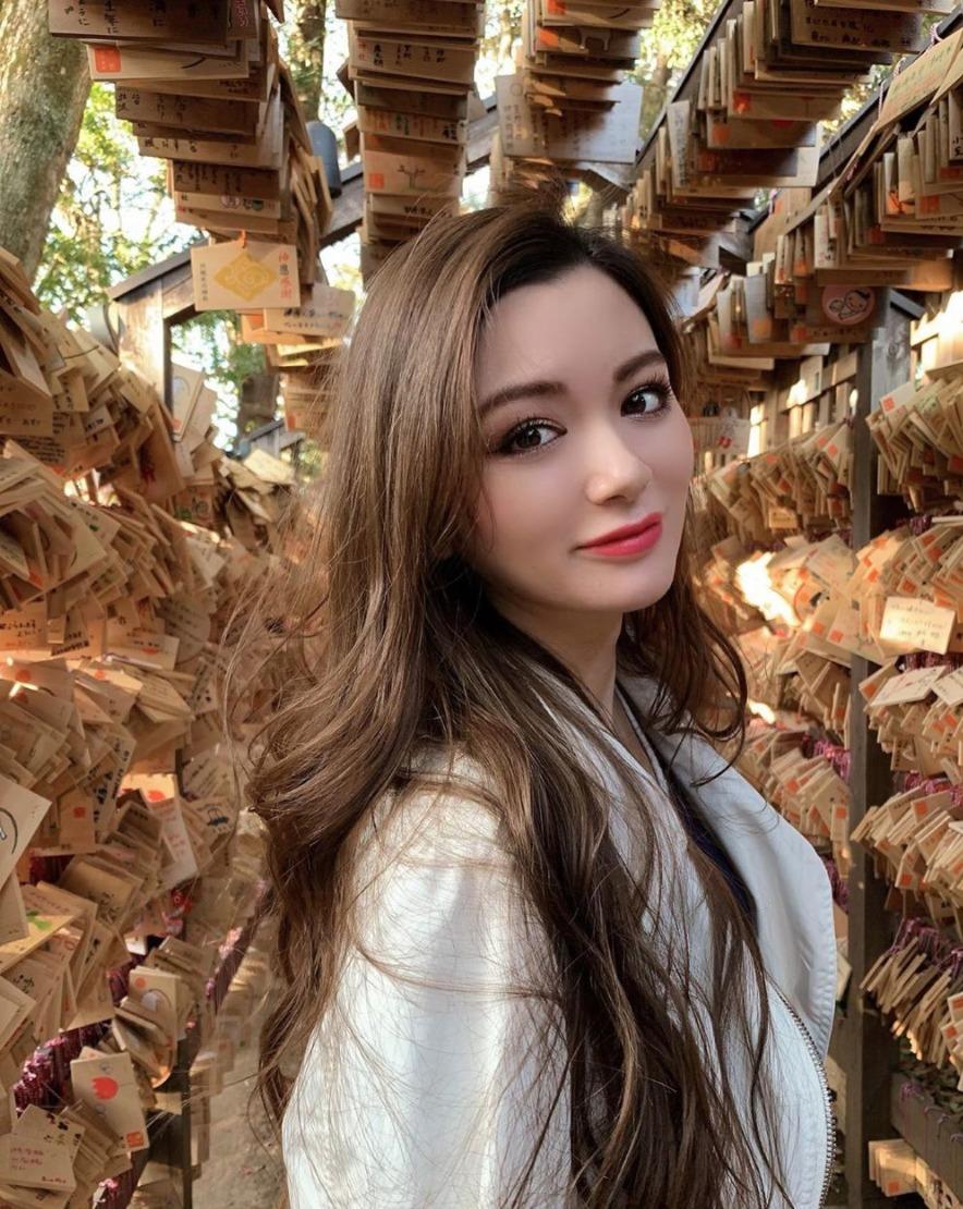AMI モデル かわいい 画像 ハーフ 母親 マリアン 姉 ERICA